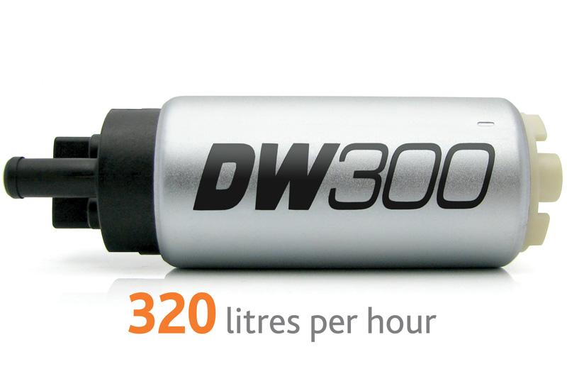 Pompa paliwa DW300 DeatschWerks (320lph), Infiniti G35 2003-2008, Nissan 350z 2003-2008, Subaru Legacy GT 2010+ zestaw monta¿owy 9-1005